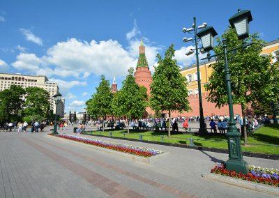 Москва, Александровский сад Центральная аллея Кремля